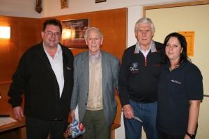 von links nach rechts Robert Meier, Vorsitzender des Feuerwehrvereins Georg Glas, Drittplazierter Richard Ammer, Gewinner Geli Widmann, Spielleiterin FF Geiselbullach