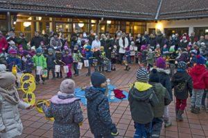 Tanz der Vorschulkinder beim St. Martins Fest des Kindergartens St. Elisabeth