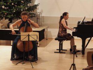 Cellistin Christina Kudym und Nora Pinte am Klavier